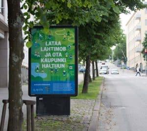 Harjula-mainoksen cityvalomainostaulu Lahdessa