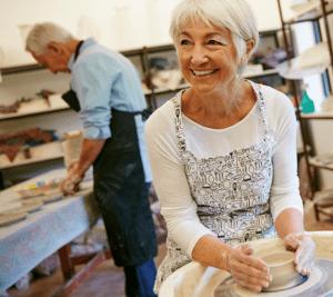 Harjulan kansalaisopistolta löytyy kursseja ja harrastustoimintaa senioreille.