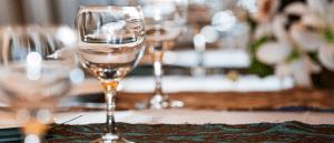 Tilat ja tarjoilut juhliin voi varata Harjulan juhlapalvelusta.