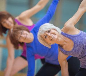 Seniorinaiset harrastavat liikuntaa Lahden Harjulassa