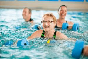 Harjulassa voi harrastaa vesijumppaa altaassa.