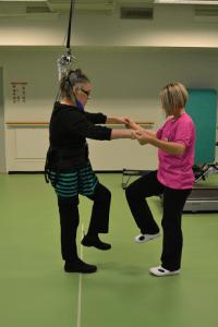 painokevennettyä kavelykuntoutusta fysioterapiassa Harjulassa