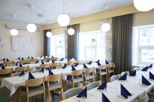 Vaahtera-kabinetti Lahden Harjulassa on vuokrattavissa juhlia varten.