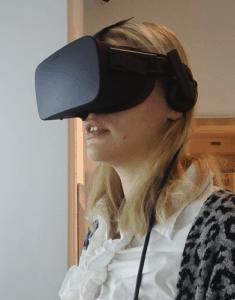 Virtuaalitodellisuuslasit käytössä Harjulassa.